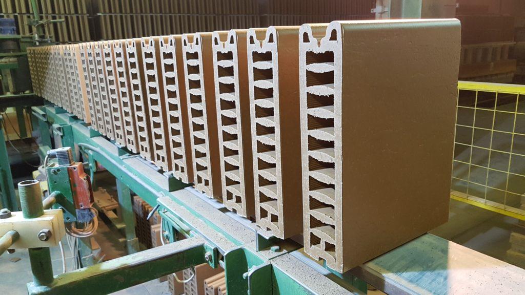 Split tile production with verdés extruders